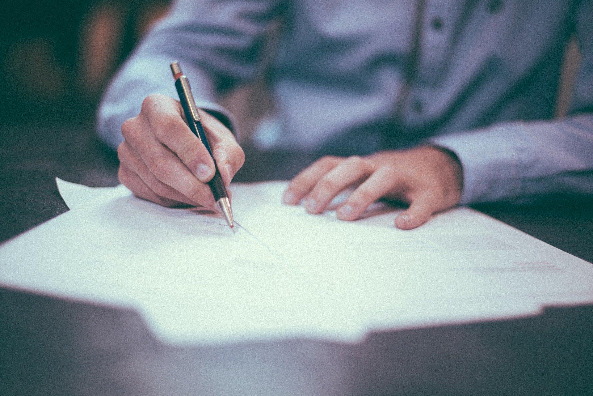 writing-1149962_1920 L'assurance de la responsabilité du dirigeant